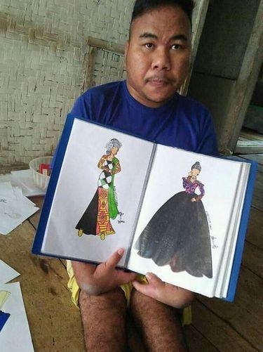 Rahmat Hidayat viral karena keterbatasan fisik tak menghalanginya berkarya mendesain busana.