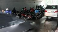 Dishub DKI Ingatkan Denda Rp 250 Ribu untuk Pemotor Berteduh di Bawah Flyover