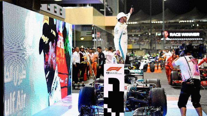 Lewis Hamilton menyempurnakan gelar juara dunianya dengan merebut kemenangan di seri penutup F1 2018 (Clive Mason/Getty Images)
