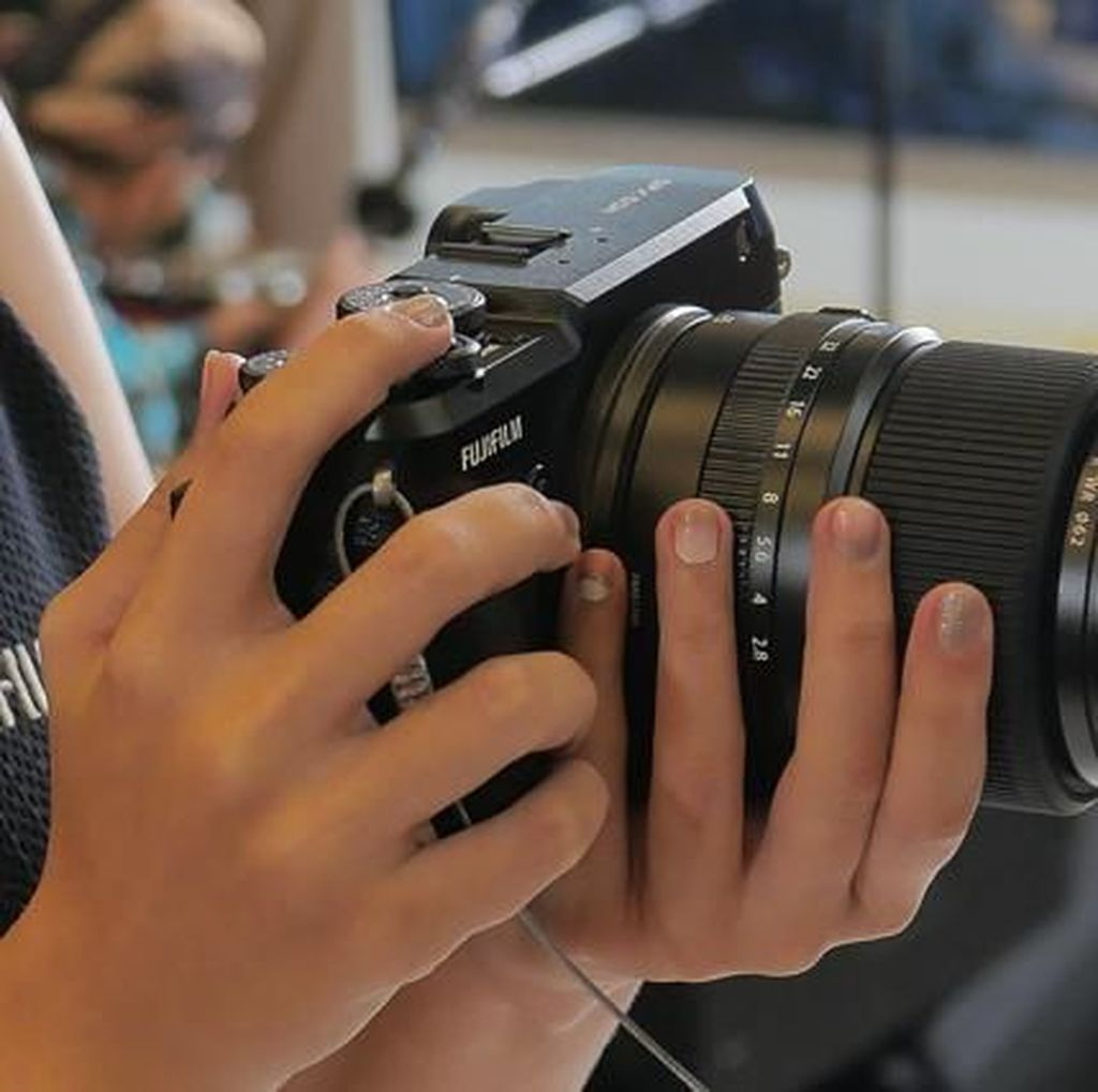 Review Fujifilm GFX 50R, Kamera Ringkas dan Ringan di Kelasnya