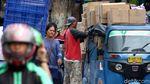 Aksi Berbahaya Bajaj Obesitas Meluncur di Jalanan Jakarta