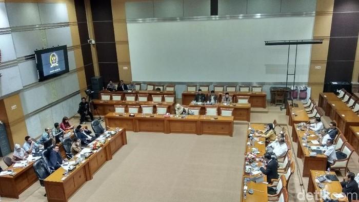Foto: Ilustrasi rapat komisi di DPR (Yulida Medistiara/detikcom).