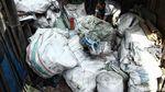 Bisnis Menggiurkan dari Sampah Plastik