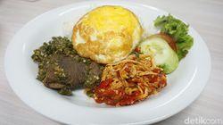 Mau Makan Kenyang? Di Sini Ada Nasi Plus Lidah Balado dan Salted Egg Chicken