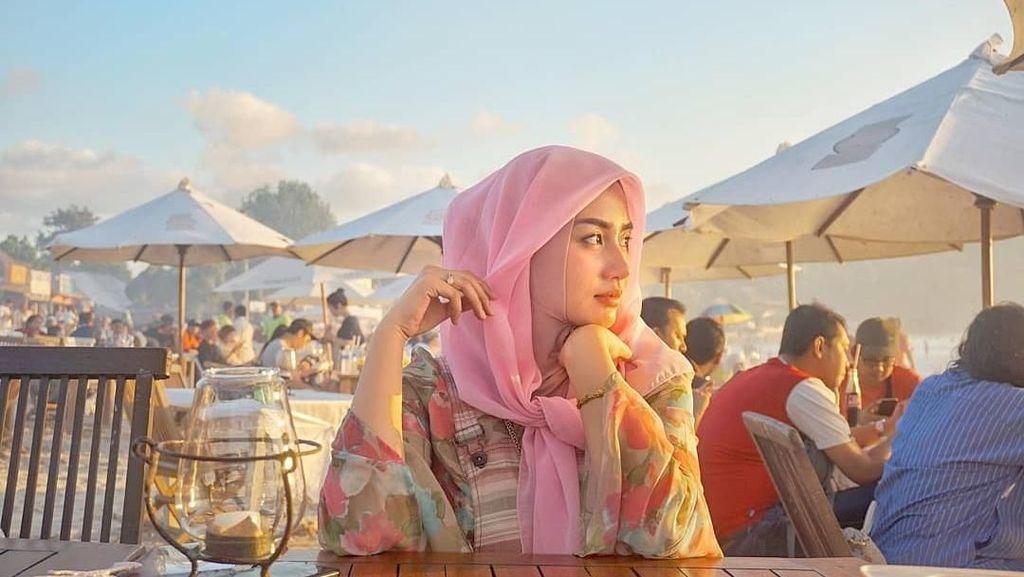 Cantiknya Novita Hardani, Istri Gus Ipin yang Doyan Hotpot