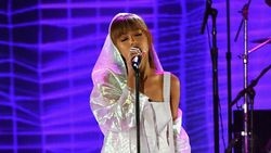 Konser Tertunda, Alergi Makanan Bikin Ariana Grande Serasa Telan Kaktus