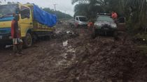 Jadi Bubur, Ini Penampakan Jalan di Banyuasin Sumsel Usai Hujan