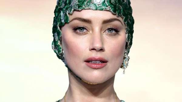 Gaya Amber Heard Sang Ratu Laut