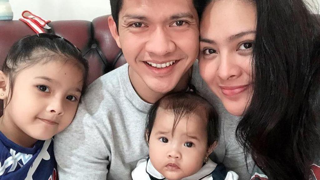 Iko Uwais Rela Tahan Kantuk Demi Video Call Anak-Istri