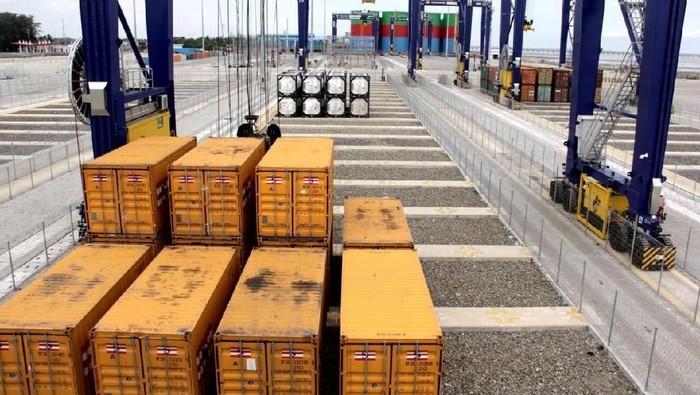 PT Pelabuhan Indonesia I (Persero) atau Pelindo I melakukan uji coba pengoperasian Terminal Petikemas Kuala Tanjung Multipurpose Terminal, Selasa (27/11/2018).