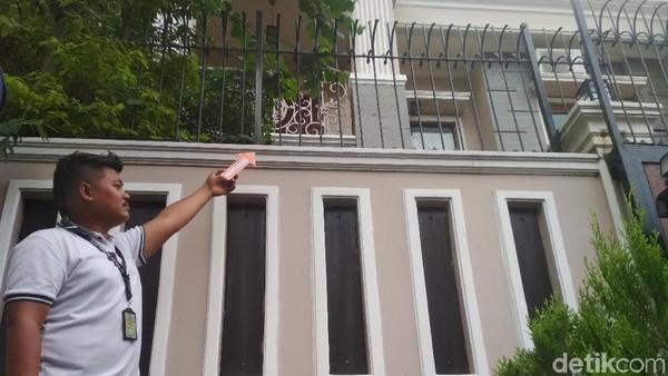 Angel Lelga Tak Terlihat saat Polisi Olah TKP di Kediamannya