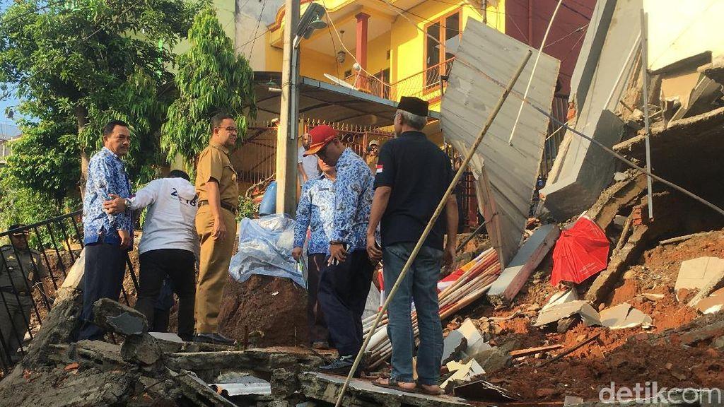 Anies Perintahkan Lurah Periksa Rumah di Kalisari yang Tak Punya IMB