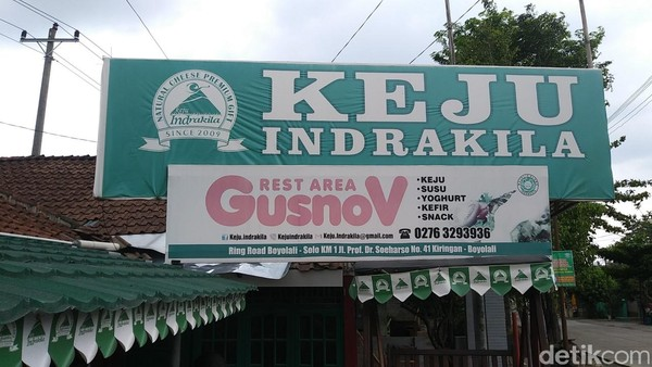 Traveler bisa membeli susu dan keju di toko Keju Indrakila, Jalan Prof Dr Soeharso 41, Boyolali (Randy/detikTravel)