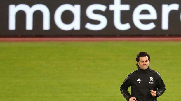Santiago Solari tak merasa khawatir dengan rumor kembalinya Jose Mourinho ke Real Madrid.