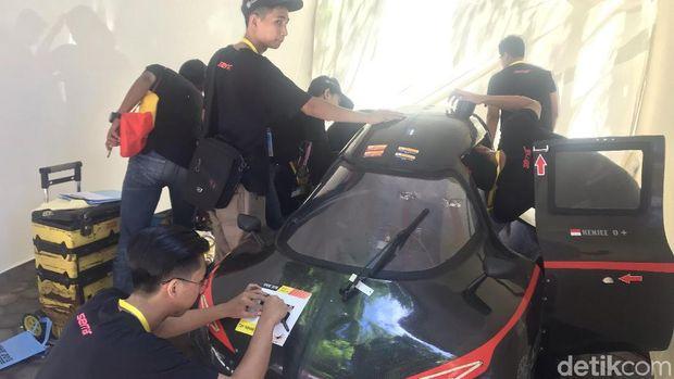 Salah satu peserta kontes mobil hemat energi di Padang, Sumatera Barat