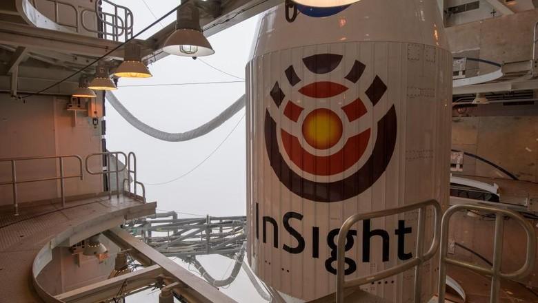 Begini penampakan InSight di Vandenberg Air Force Base, Californiasebelumdiluncurkan. (Foto: Bill Ingalls/NASA via Getty Images)