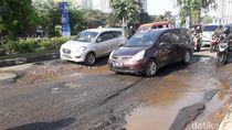 Sering Dilewati Truk, Jalan Kalimalang Bekasi Rusak