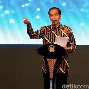 Jokowi: Pedagang Pasar Harus Pakai Mesin EDC, Tanpa Cash