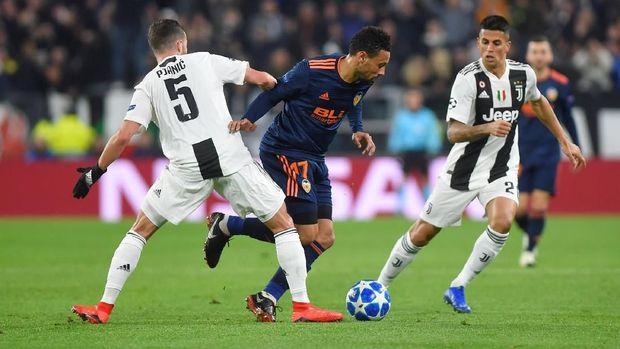 Serangan Juventus di babak pertama cenderung monoton.