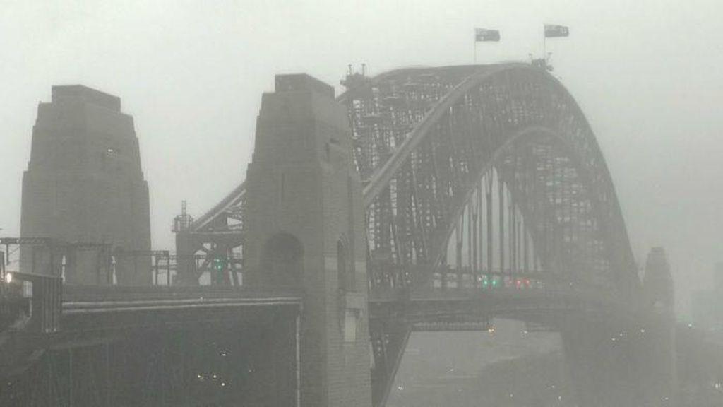 Cuaca Buruk di Sydney dalam Gambar dan Media Sosial