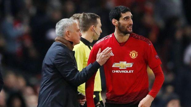 Marouane Fellaini mendukung Jose Mourinho hingga akhirnya dipecat.