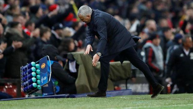 Mourinho melaporkan perilaku Pogba kepada dewan klub.