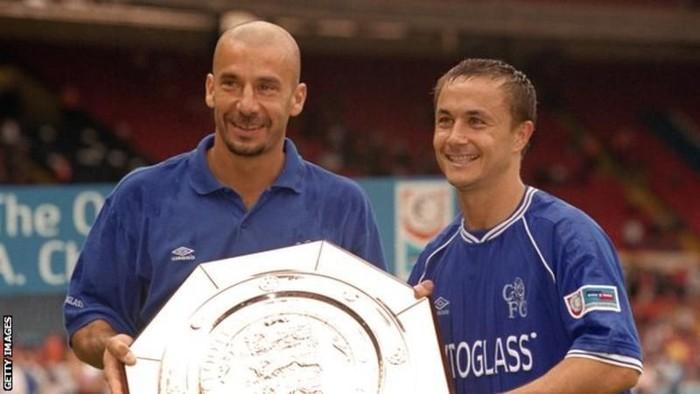Gianluca Vialli (kiri) sudah sekitar setahun berjuang melawan kanker. (Foto: BBC/Getty Images)