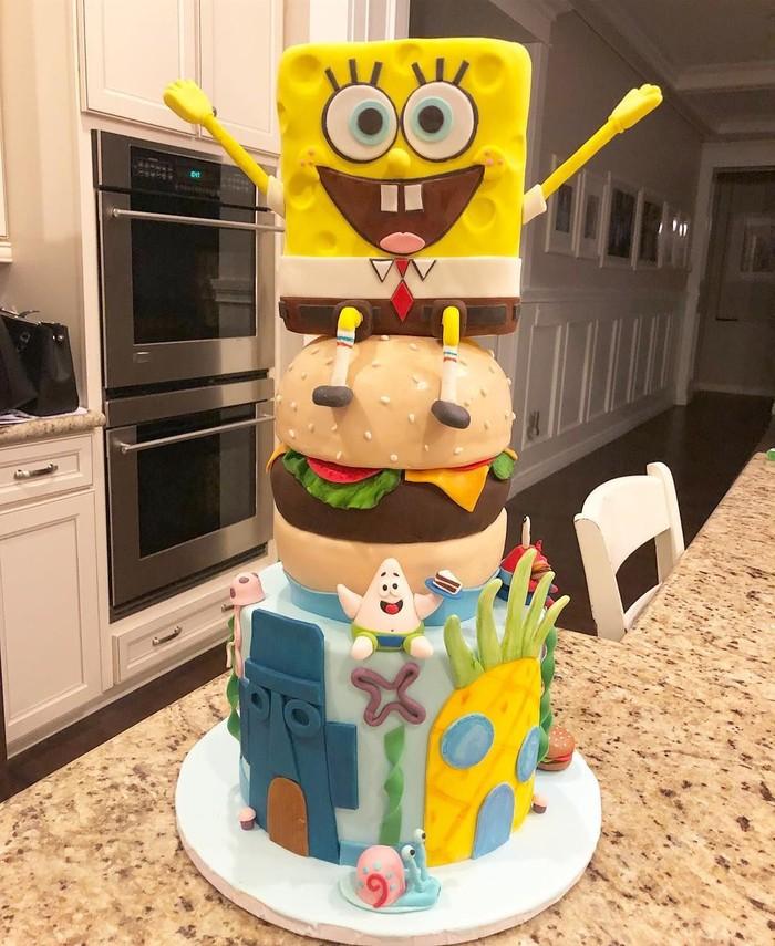 Stephen meninggal dunia setelah berjuang dengan penyakit amyotrophic lateral sclerosis atau ALS yang dideritanya. Lewat serial animasi SpongeBob SquarePants, banyak orang membuat kue dengan tema karakter ciptaannya. Foto: Instagram @sassycakes.az