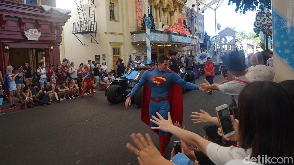 Cara Bertemu Superman dan Batman di Australia