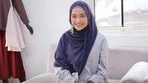 Tutorial Hijab Pashmina Simple Pakai Anting untuk Kondangan