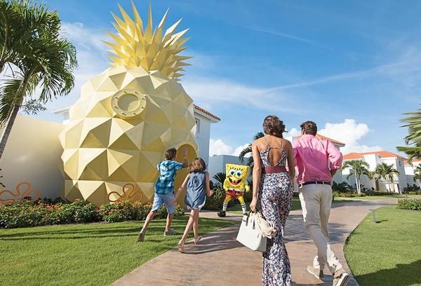 Vila ini terinspirasi dari kartun SpongeBob SquarePants, lengkap dengan bangunan nanas seperti rumah Spongebob (Nickelodeon Hotels & Resorts Punta Cana)