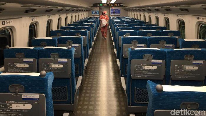 Shinkansen menjadi salah satu produk teknologi dalam bidang transportasi yang paling populer di dunia. Intip megahnya kereta peluru kebanggaan Negeri Sakura ini!