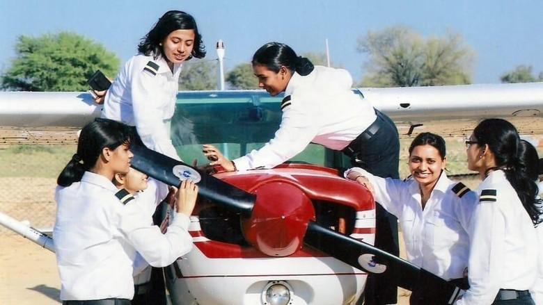 Suasana pelatihan pilot perempuan di India (dok Banasthali Vidyapith)