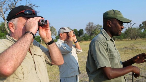Footsteps adalah safari dengan berjalan kaki. Traveler akan keluar dari mobil jip dari sini dan jalan kaki ditemani pemandu bersenjata (Tim Johnson/BBC Travel)