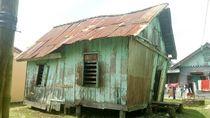 Nyaris Roboh, Ini Cerita Janji Manis Bedah Rumah Sumiyadi