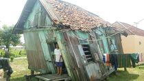 Video: Miris! Rumah Keluarga Ini Miring Nyaris Roboh