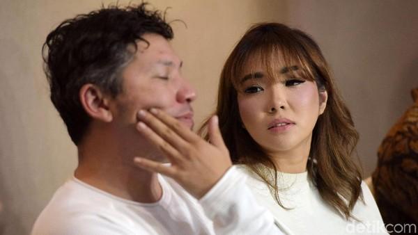 Ditanya Perceraian dengan Gading Jadi Kado Natal, Gisel Ngamuk!