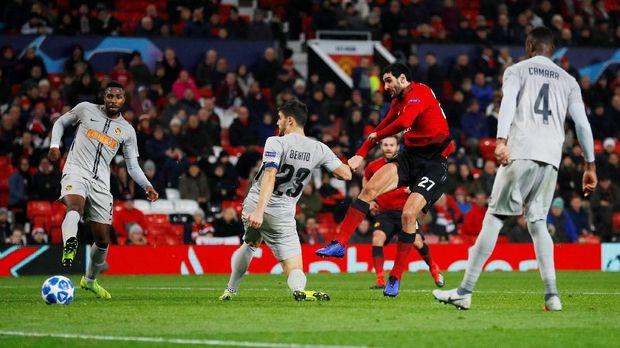 Manchester United akan menjamu Arsenal di Old Trafford.