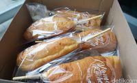 Vame Kitchen: Empuk Wangi! Donat Paha Ayam dan Roti Isi Lelehan Cokelat