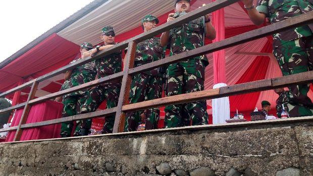 TNI Gelar Latihan Bantuan Tempur Terpadu di Situbondo