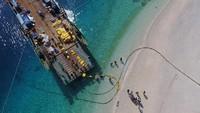 Rumitnya Pasang Kabel Bawah Laut yang Jadi Nyawa Internet