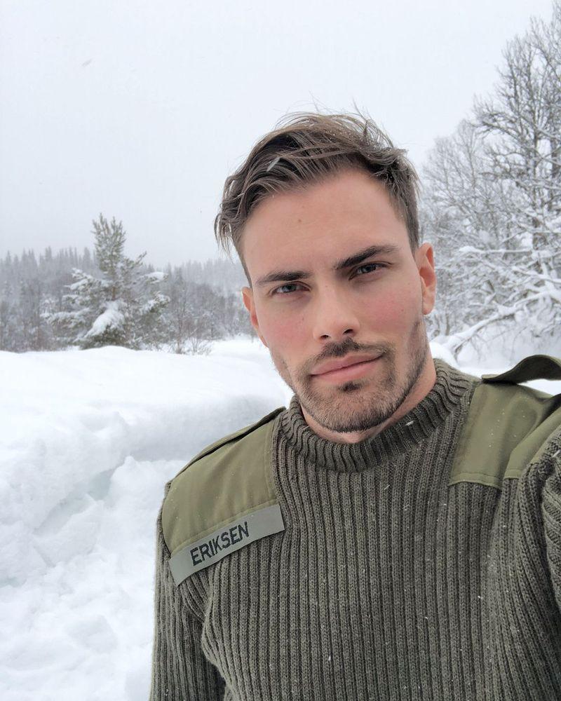 Andreas Eriksen adalah model berwajah rupawan asal Oslo, Norwegia. (dreeriksen/Instagram)