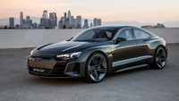 Mobil bisa melaju dari 0 sampai kecepatan 60 mil per jam dalam 2,5 detik saja. Kecepatan maksimumnya 240 km/jam yang sengaja ditahan demi memaksimalkan daya jelajah. Pool/Audi.