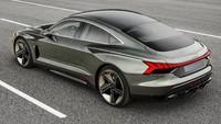 Audi e-tron GT merupakan mobil listrik sport ketiga setelah Audi e-Tron SUV dan Audi e-tron Sportback. Kedua mobil yang disebut terakhir rencananya akan mulai dijual ke pasaran pada 2019. Pool/Audi.