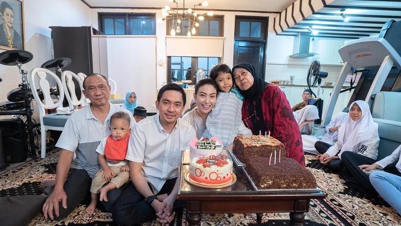 Ibu Ayu Dewi alami Pneumonia/ Foto: Instagram