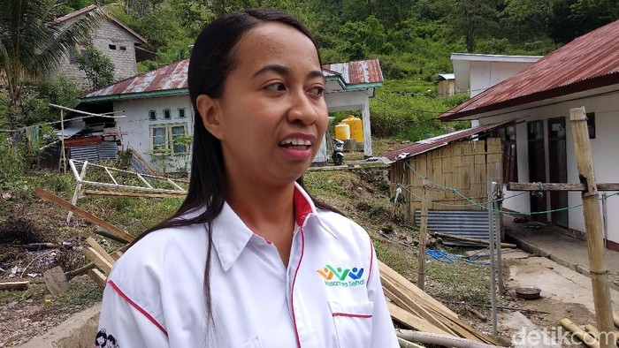 Bidan Fony, salah seorang tenaga kesehatan di NTT (Foto: Widiya Wiyanti/detikHealth)