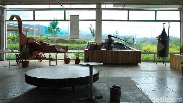 Bung Karno dan Bekas Pabrik yang Instagrammable di Karanganyar