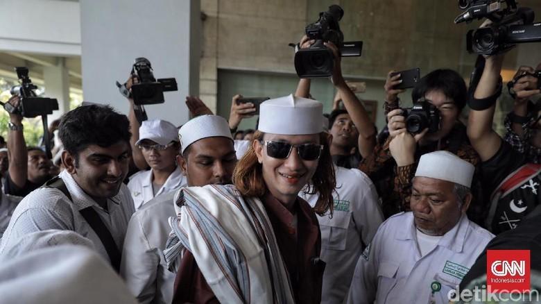 Para Pembela Habib Bahar bin Smith Kayaknya Jokowi Banci