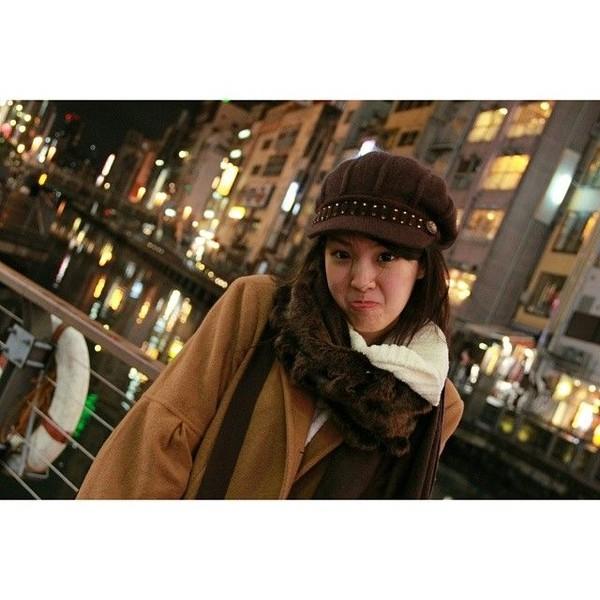 Sirin juga pernah liburan ke Jepang. Dilihat dari bacground fotonya, Sirin liburan ke Osaka (Instagram/@sirinlily)