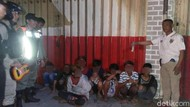 Satpol PP Surabaya Tangkap Basah 10 Anak Sedang Ngelem